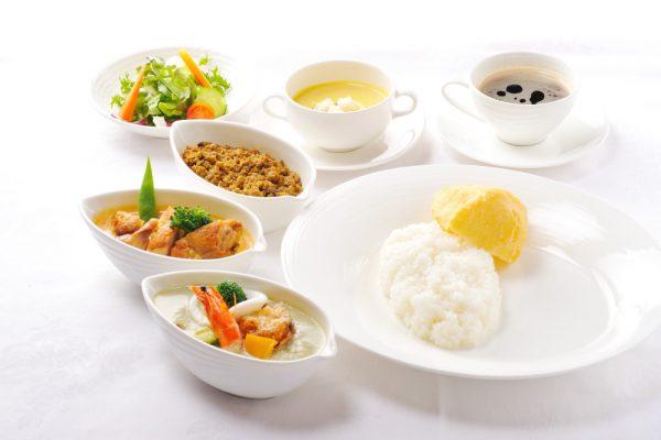 オリエンタルランチは日本人も食べやすいタイ風カレー