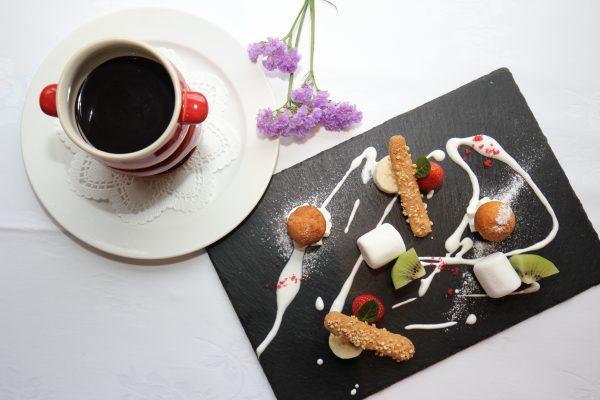 2月おすすめスイーツ「季節のフルーツと焼き菓子のチョコレートフォンデュ」